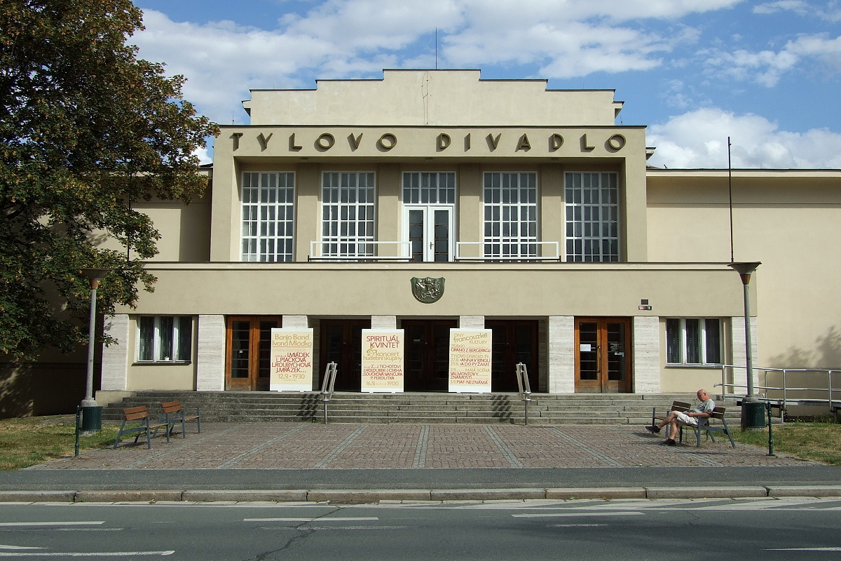 7904-mestske-tylovo-divadlo.jpg